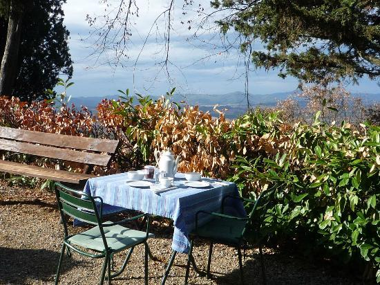 Agriturismo Podere Fraggina: Ontbijten in de zon!