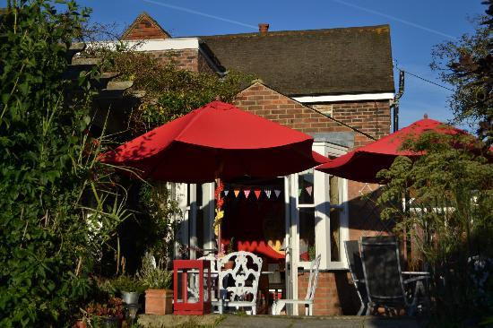 The Bell at Iden: Our patio area for enjoying the sunshine
