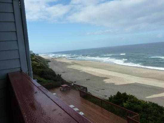 Nordic Oceanfront Inn: Sun coming over the ocean