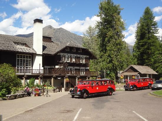 Lake McDonald Lodge: Front of Hotel