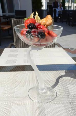Sheraton Sopot Hotel: Delicious and creative fruit sorbe at the Hotel Restaurant