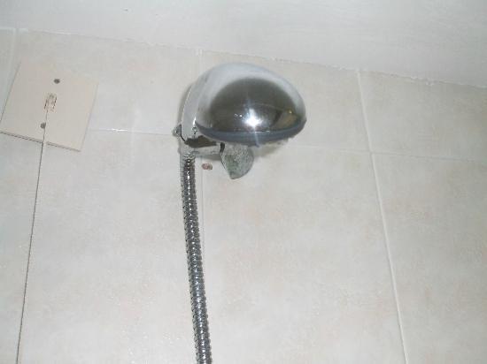 Aegean Plaza Hotel: microfono doccia cadendente