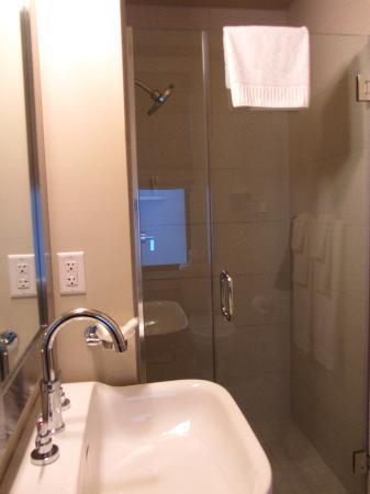 Hotel Abri: Bathroom