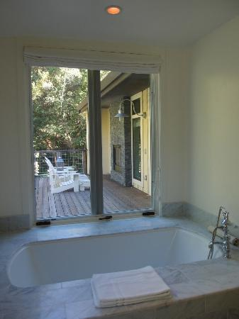 Farmhouse Inn & Restaurant: view from tub