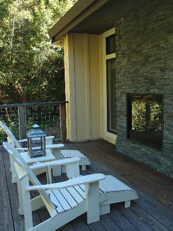 Farmhouse Inn: Outdoor deck & fireplace