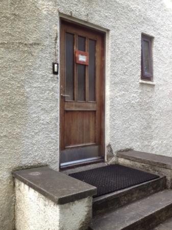 Travel Inn Guesthouse : door