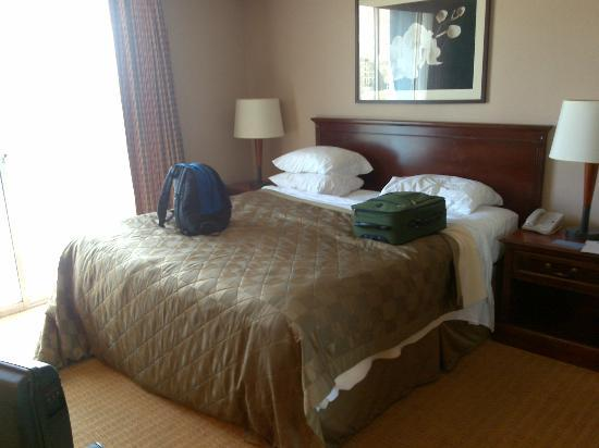 Embassy Suites by Hilton San Francisco Airport - South San Francisco: Bed