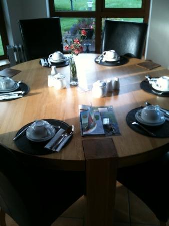 Oranhill Lodge: beautiful breakfast table in the conservatory...