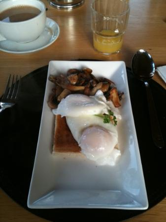 Oranhill Lodge: amazing poached eggs and mushrooms!