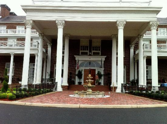 The Mimslyn Inn: Hotel Entrance