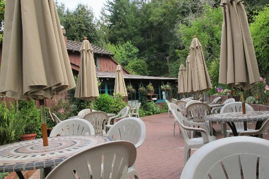 Ripplewood Resrt Restaurant : Outdoor Seating Area