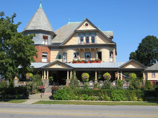 Union Gables Mansion Inn: Front of this Gorgeous House