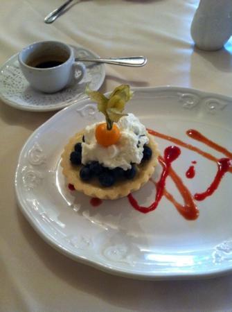 Benjamin's Restaurant & Inn : seasonal fresh fruit tart
