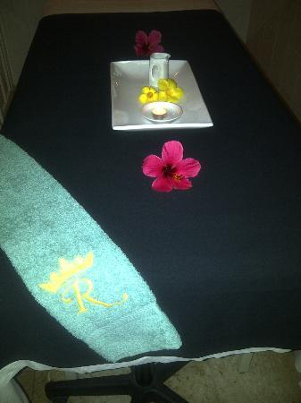 Royal Spa: one of the beds in the spa, beautiful flowers, simple but very effective 