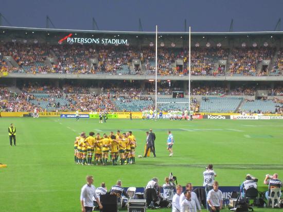 Domain Stadium: Huddle before the game
