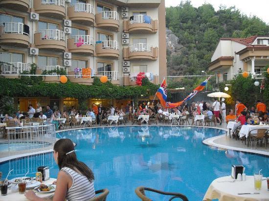 Grand Hotel Faros: Dineren bij het Zwembad Grand Faros Hotel
