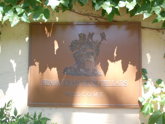 Stag's Leap Wine Cellars: Plaque at the entrance of the tasting room