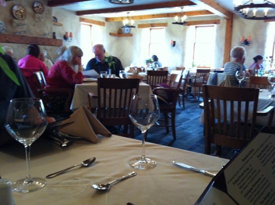 Benjamin's Restaurant & Inn : dining room
