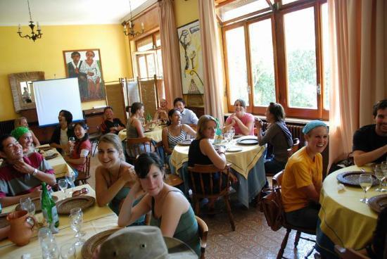 Calypso Art Hotel Paestum: Casa di studenti di tutto il mondo, molti tornano con le famiglie dopo anni...