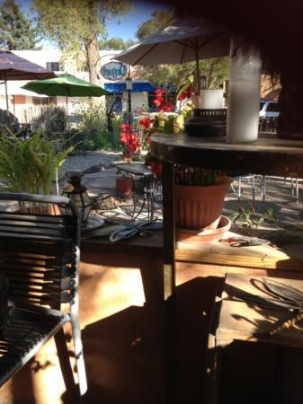 Dragonfly Cafe: lovely varandah