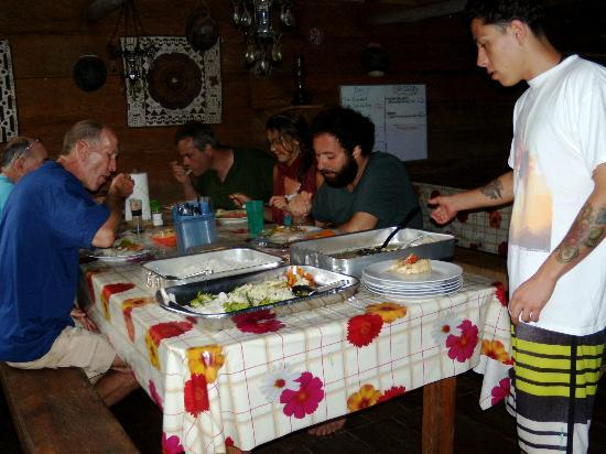 The Hummingbird Ayahuasca Retreat Center: enjoying dinner