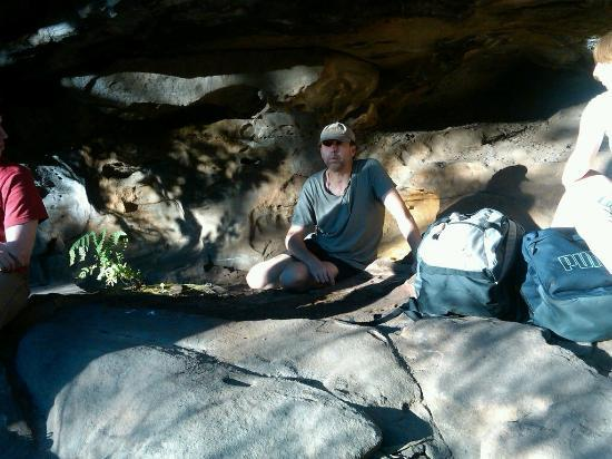 Aboriginal Blue Mountains Walkabout: Evan in Aboriginal sacred cave talking story