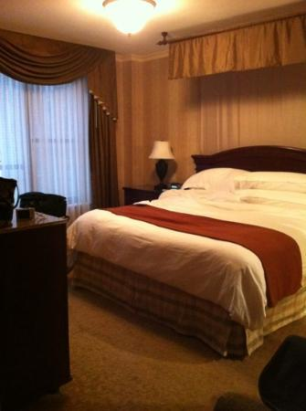The Talbott Hotel: King bedroom within the Suite!