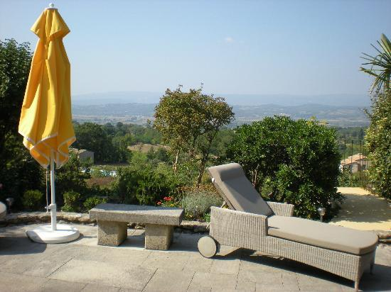 Les Terrasses du Luberon: View from terrace (a little hazy)