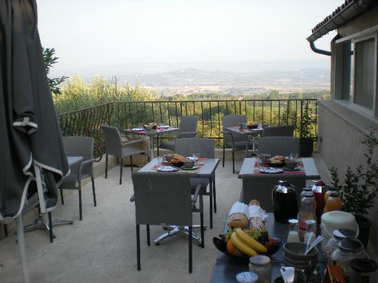Les Terrasses du Luberon : Breakfast terrace