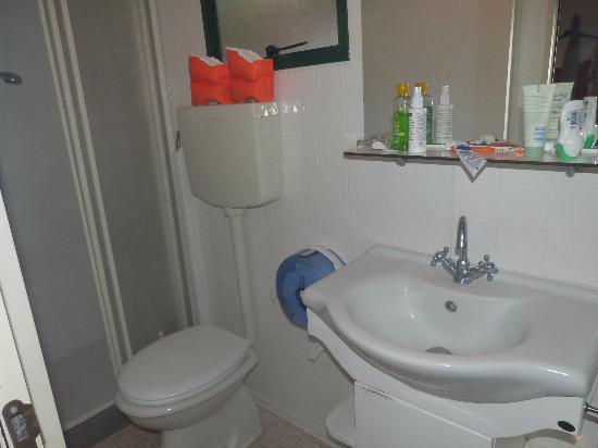 Camping Tiber: bathroom great shower