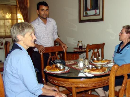Bajaj Indian Home Stay: Dining Room