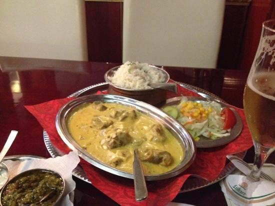 Maharadscha 2 : lamm mughlai - ultra-cremig-mild mit cashewsoße.