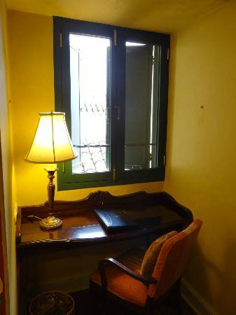 Belmond Hotel Monasterio: Writing desk