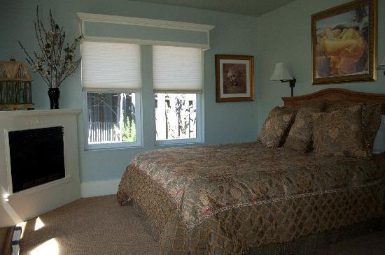Shrew's House Bed and Breakfast: Kate's Retreat Bedroom