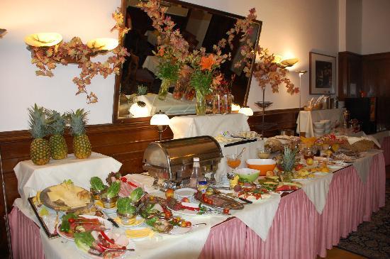 Hotel Tiergarten: Buffet breakfast
