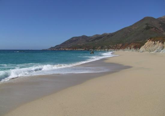 Garrapata State Park: The view up the beach
