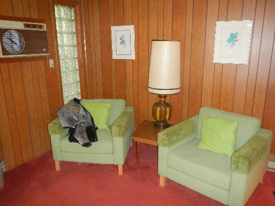 Koolwink Motel: View of room. Very comfortable!! 