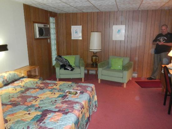 Koolwink Motel: Another room shot.