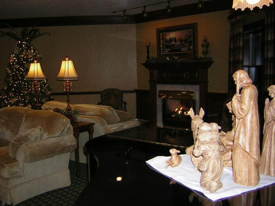 Christmas at Carlisle Inn - Walnut Creek -living or gathering room