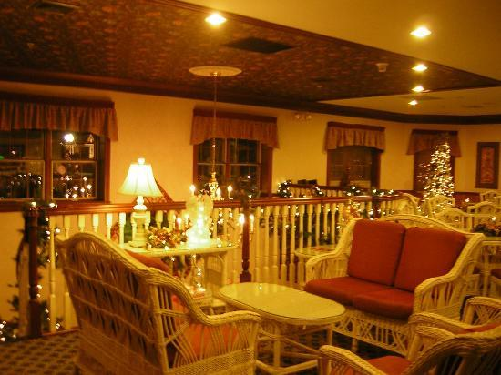 Christmas at Carlisle Inn-Walnut Creek - dinning and gathering room 2nd floor
