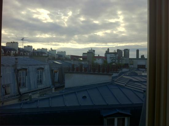 Ibis Styles Paris Pigalle Montmartre: View from my bedroom