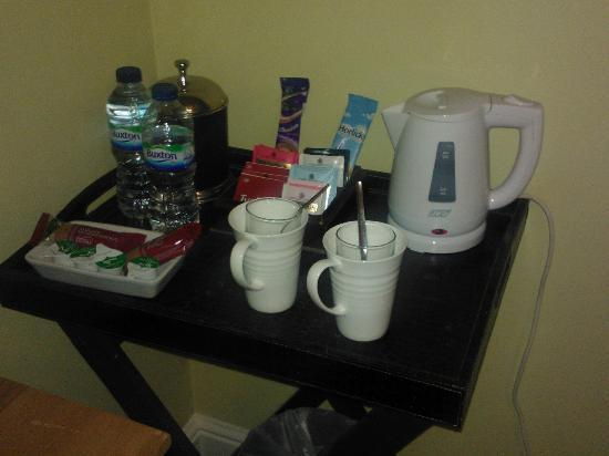 Lynwood House: The room tray has lots of goodies