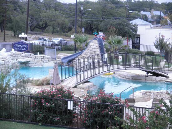 Hampton Inn & Suites Fredericksburg: Pool as seen from the balcony