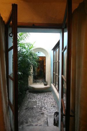 Posada Del Angel: Private patio Mary Sue Suite