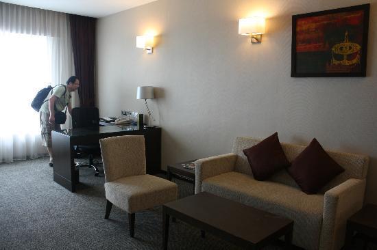 Furama Bukit Bintang: living room