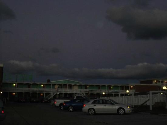 Sea Foam Motel: View of Sea Foam from the street