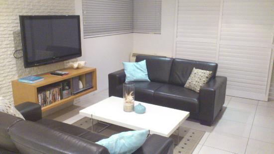 Saks On Hastings : Living room