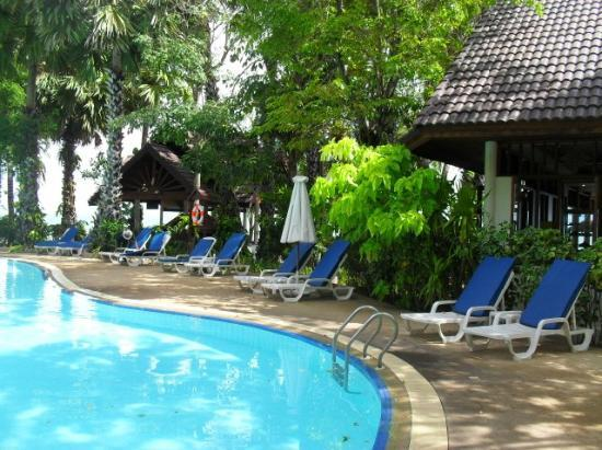 Paradise Beach Resort: resort grounds