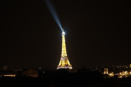 Hotel Brighton - Esprit de France : Eiffel Tower at night from my room