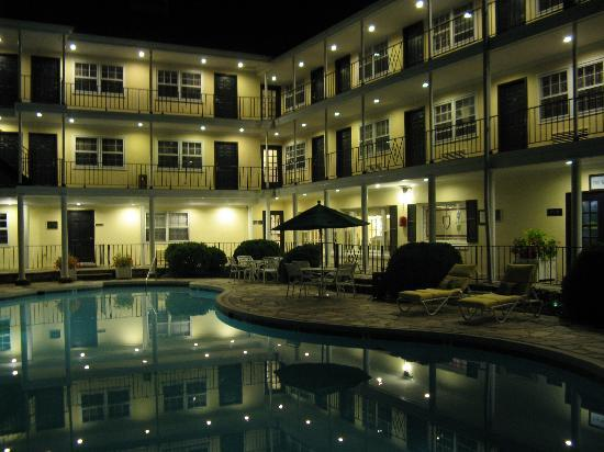 Airlie: The pool at night